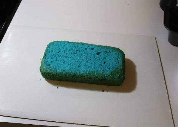 05-flatten-first-cake-layer