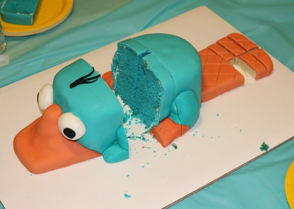 50-perry-cake-in-pieces