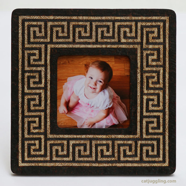 03-geometric-frame-pattern